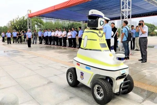 Photos Of The New Robots China Now Uses For Traffic Control Duties