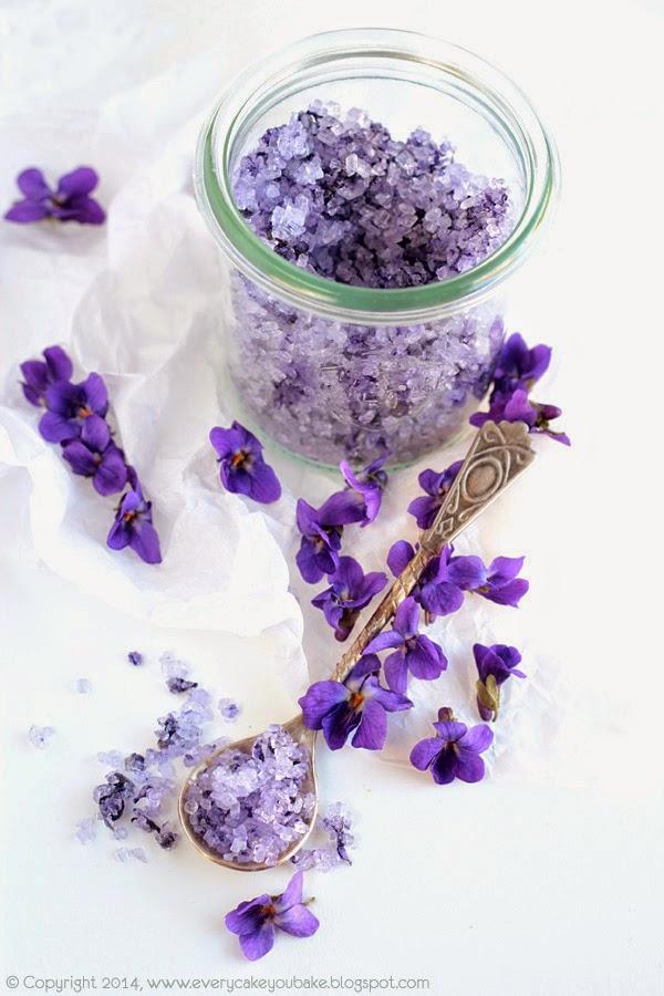 naturalny cukier fiołkowy z ucieranymi płatkami fiołka