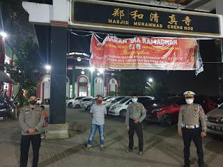 Wujudkan Rasa Aman, Polres Gowa Lakukan Pengamanan Shalat Tarawih Di Masjid