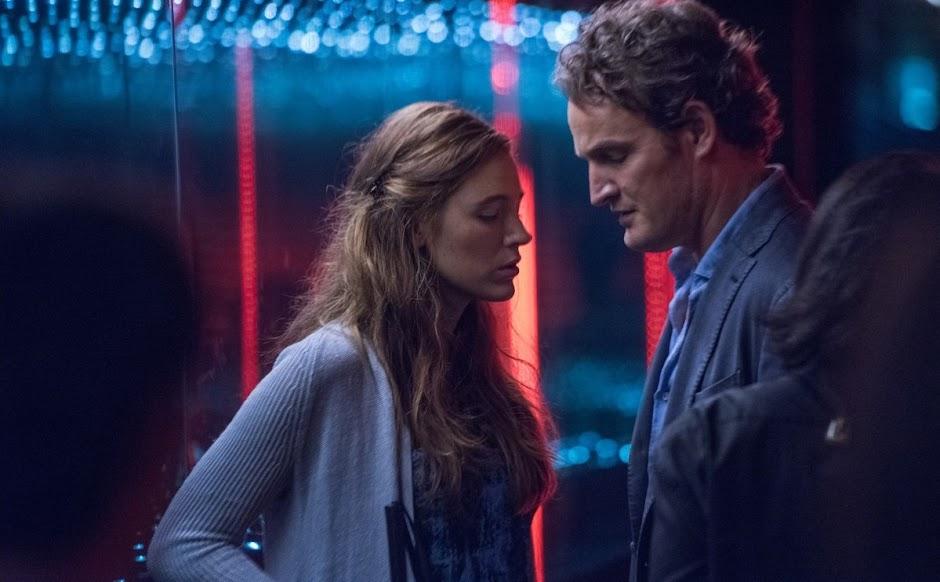 "Blake Lively vive mulher que volta a enxergar no trailer de ""Por Trás dos Seus Olhos"""