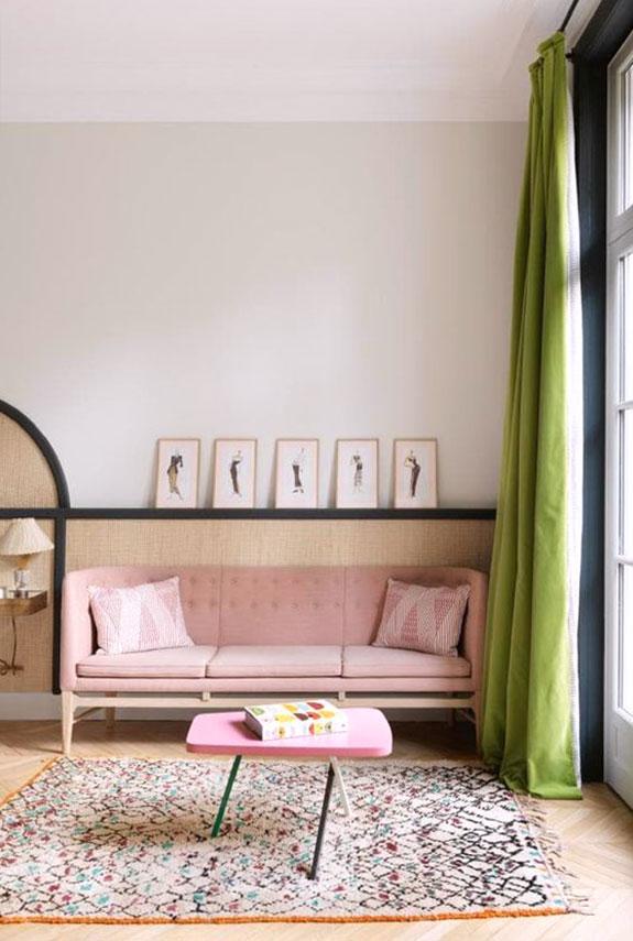 Sofá capitoné tapizado de color rosa