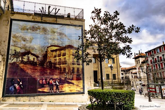 Mural Plaza de los Santos Juanes - Bilbao, por El Guisante Verde Project
