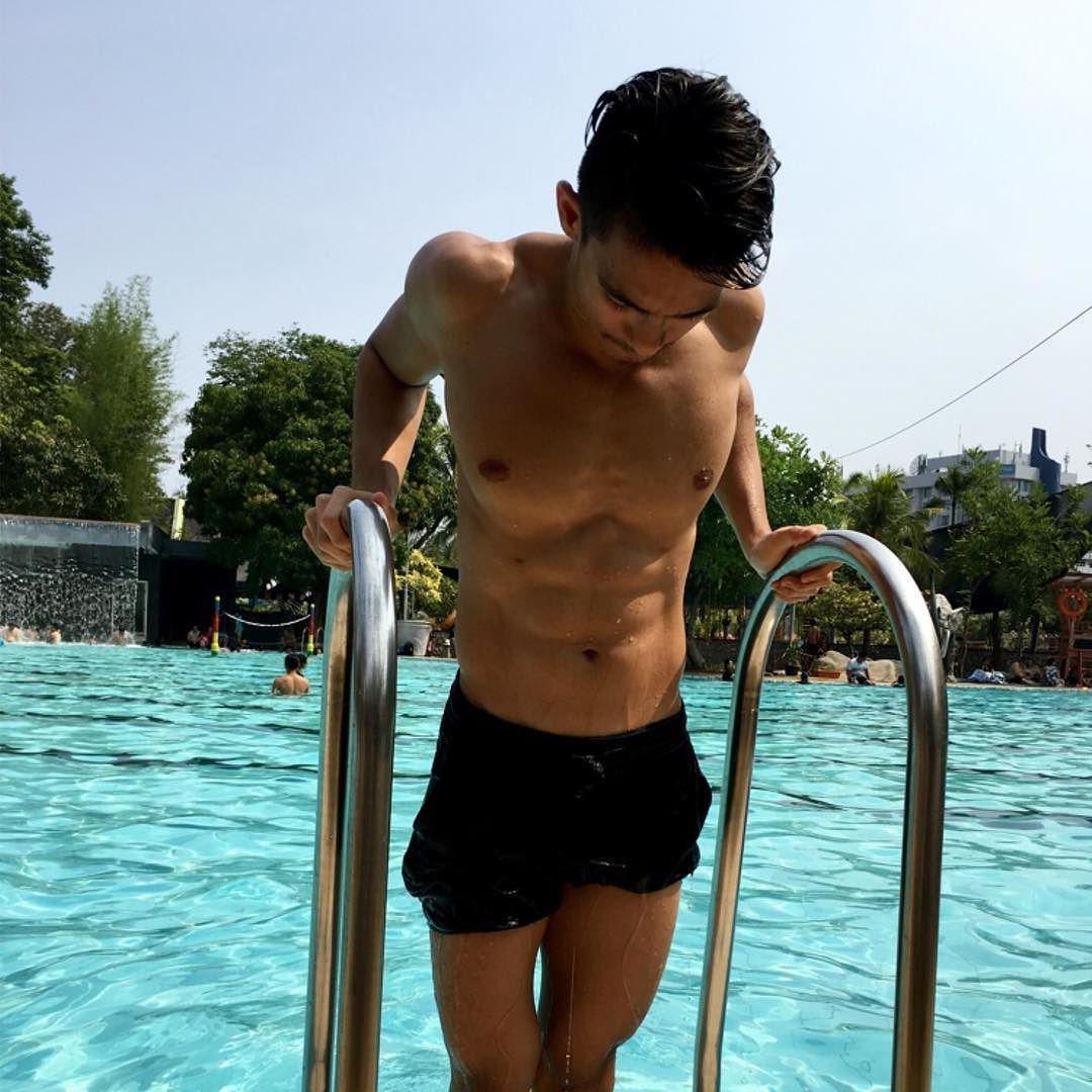 sexy-asian-guys-shirtless-fit-wet-korean-men-pool