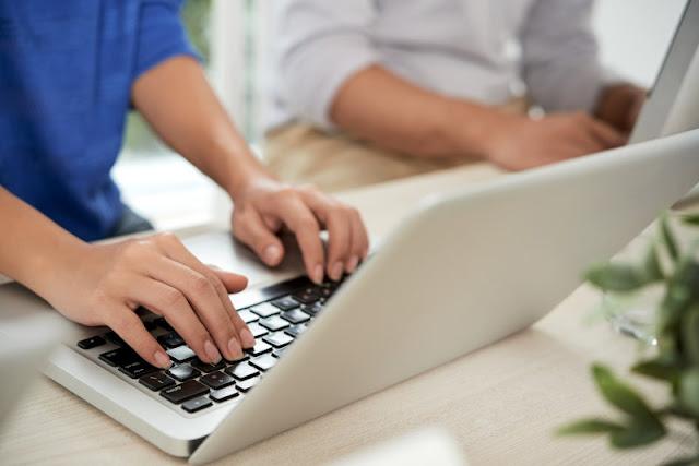 200 ευρώ σε μαθητές και φοιτητές για αγορά tablet και laptop - Ποιοι είναι δικαιούχοι