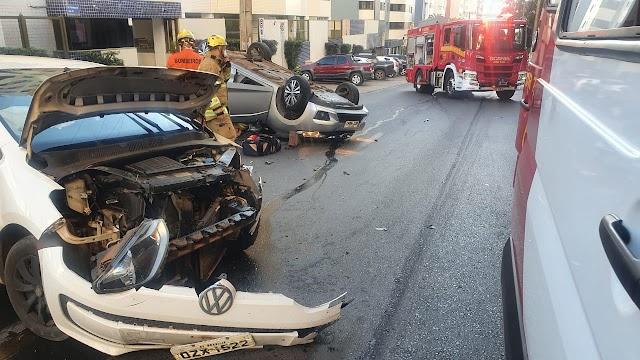 Um Carro capotou após acidente em Águas Claras