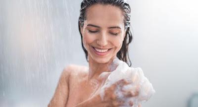 Hidratar durante o banho com óleo de coco