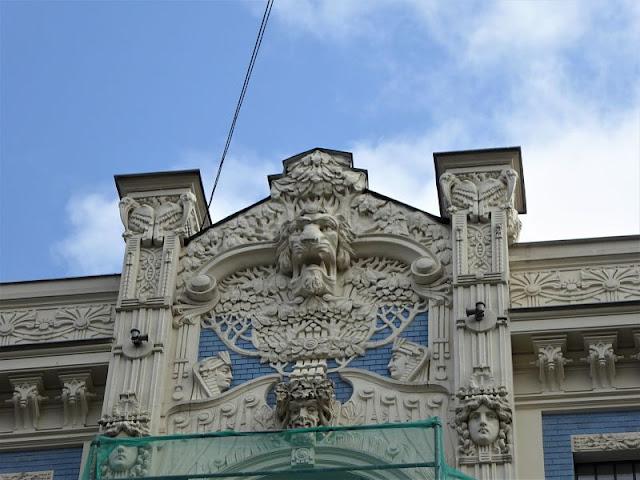 testa leone edificio art nouveau