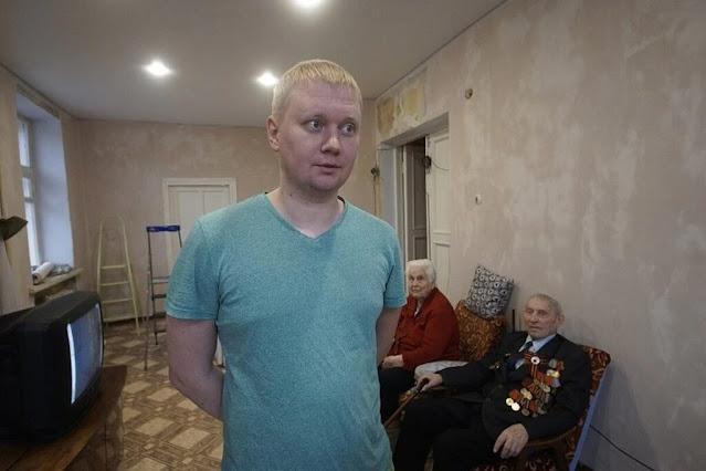 Антон Савчук помогает пенсионерам и ветеранам бесплатно ремонтируя их жильё
