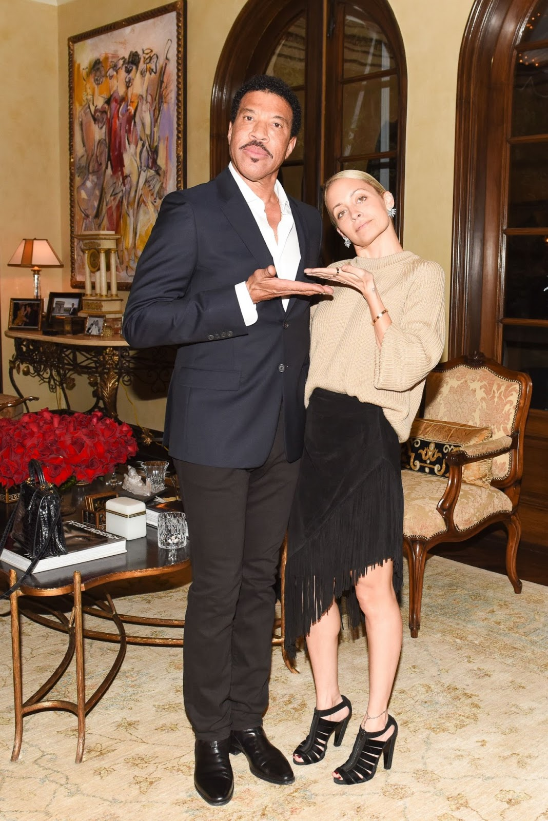 Lionel Richie Home Collection At His Beverly Hills On Wednesday January 6 To This Intimate Dinner Nicole Wore A Beige Sweater With Black