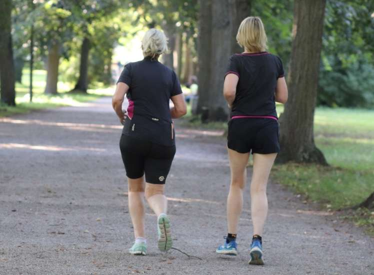 differences between walking and running