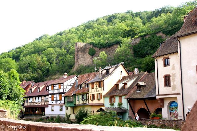 Le belle case a graticcio di Kaysersberg dal ponte fortifcato