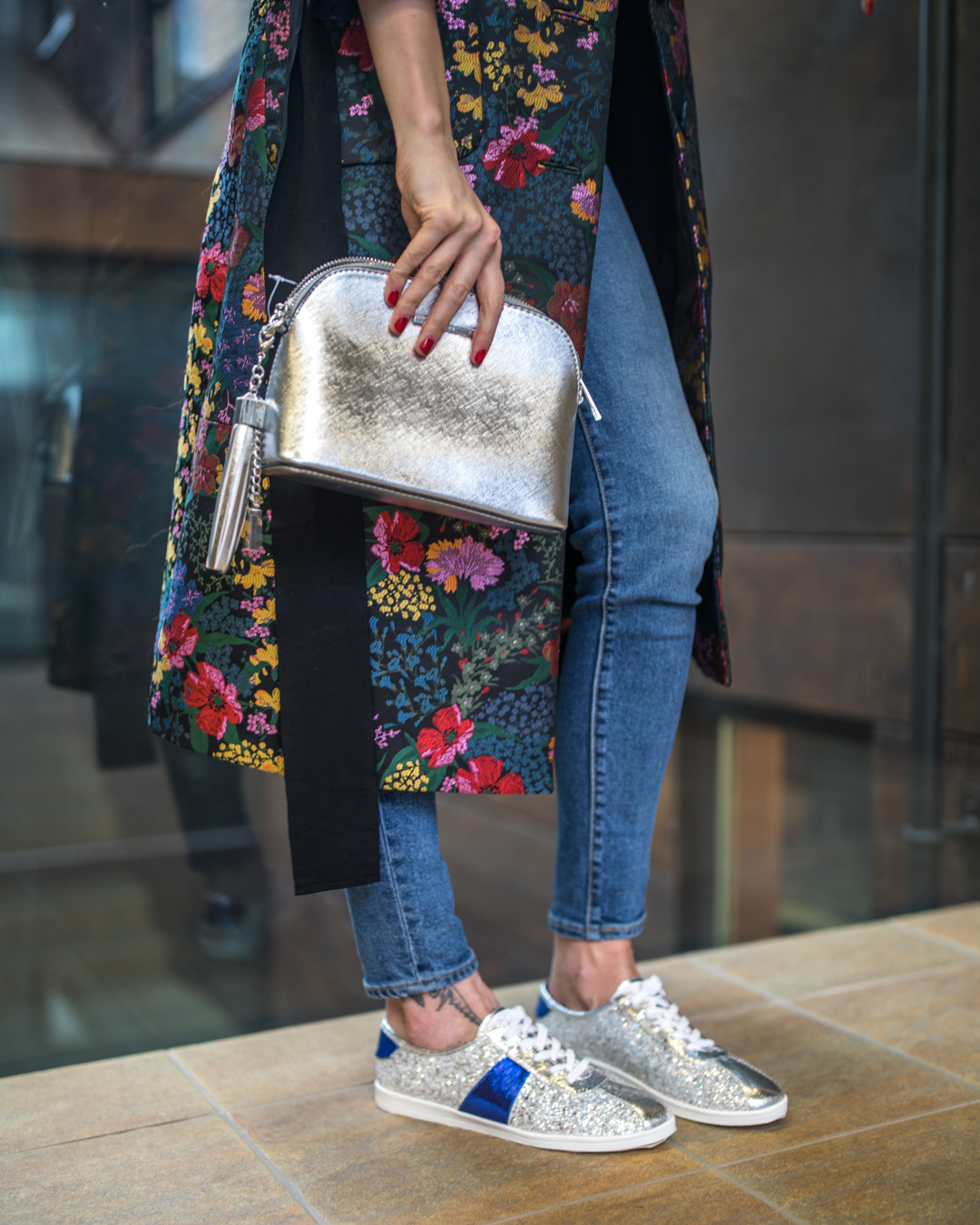 aldo silver sequin sneakers silver mini bag outfit