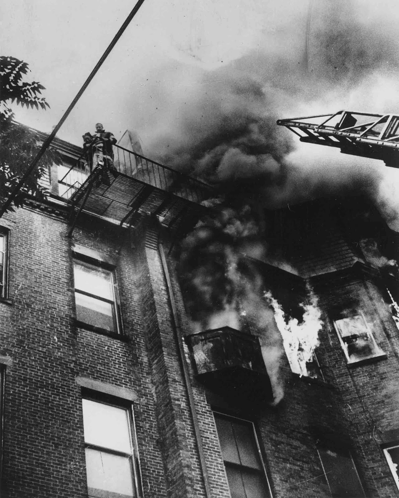 The tillerman of the first fire engine to arrive at the scene, Robert O'Neill, asked Bryant to lift the toddler Jones to him on the roof, but Bryant was unable to do so and O'Neill jumped down to help before the ladder could reach them.
