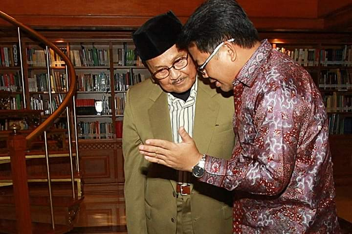 PKS Serukan Kadernya Sholat Ghaib untuk BJ Habibie
