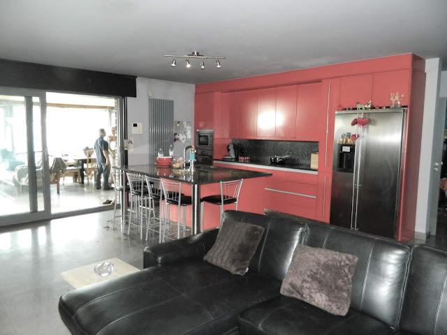 Moderne living en keuken.