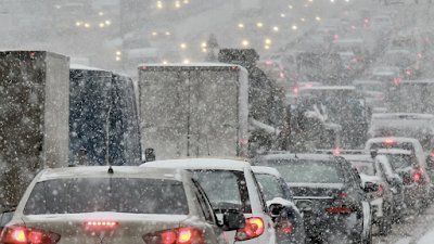 Moscow Paralyzed by Huge Traffic Jams in Depth of Night Over Heavy Snowfall