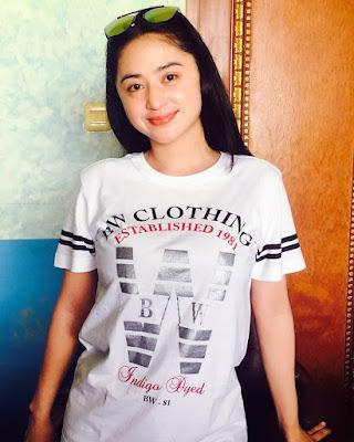 Dewi Perssik artis cantik dan manis Dewi Perssik