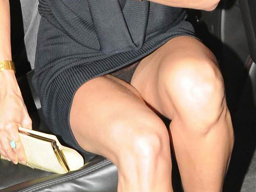 Jennifer anniston upskirt