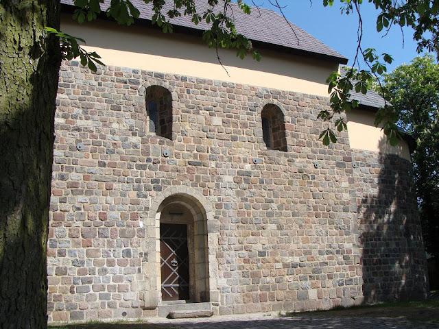 Romański kościół św. Mikołaja we wsi Giecz