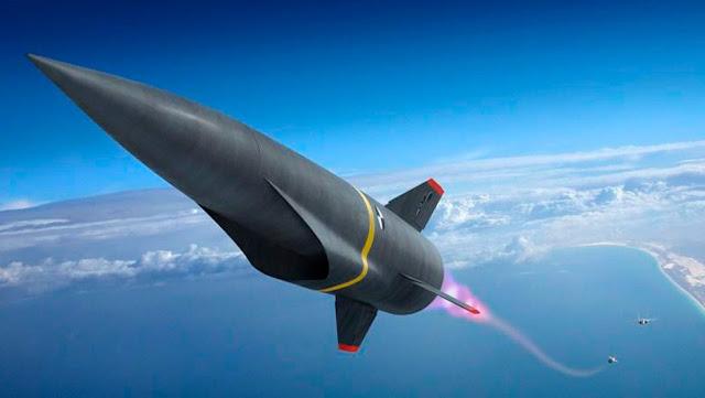 Un misil experimental cae de un avión de la Fuerza Aérea de EE.UU. y es destruido durante una prueba hipersónica