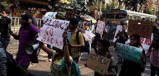 Bolsonaro enfrenta protestos nas redes e nas ruas da Índia