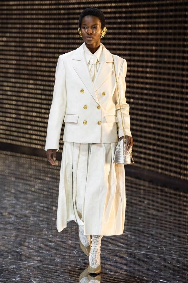 chaqueta blazer blanca