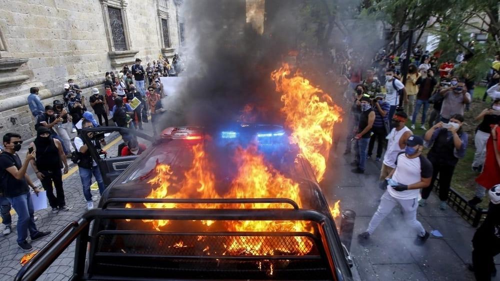 Opositores a López Obrador protestan en Ciudad de México contra su manejo de la pandemia