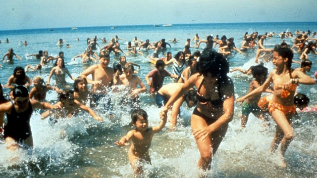 """1975: """"Jaws"""" released in theaters"""