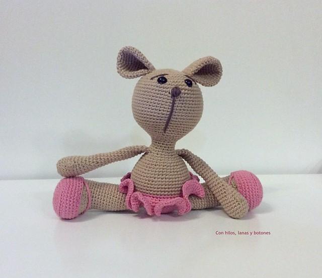 Con hilos, lanas y botones: Perrita Pipa amigurumi (patrón de Pitusas y petetes)
