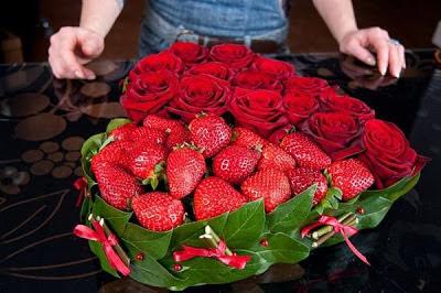 corazón-frutas-rosas-san-valentin