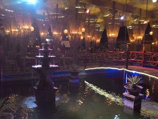 Kolam Ikan Gurami yang indah di De Bamboo Resto and Cafe, Batu