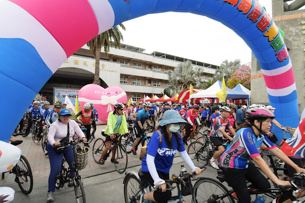 單車運動漫遊美西港 和仁國小出發遊覽古厝美景