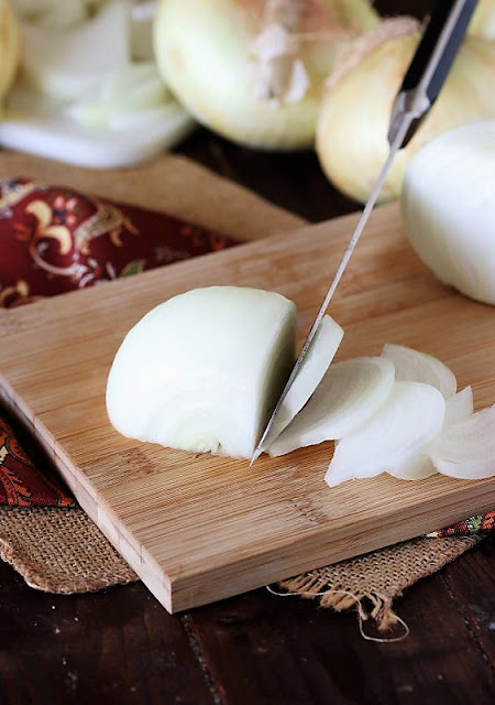 Cutting Vidalia Sweet Onion into Slivers Image