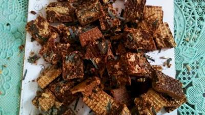 Warga Jember di Gegerkan dengan makanan Wafer berisi benda tajam/silet
