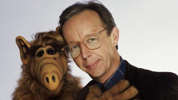El actor Max Wright, en una imagen promocional de la serie 'ALF' (1986-1990)