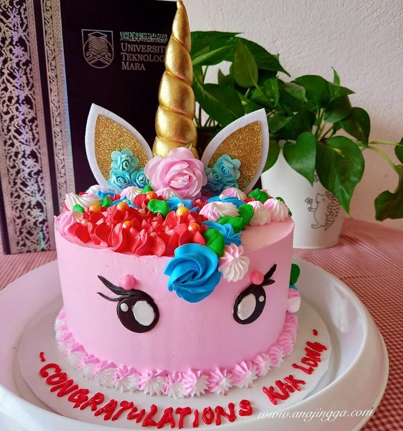Kek unicorn untuk Kak Long