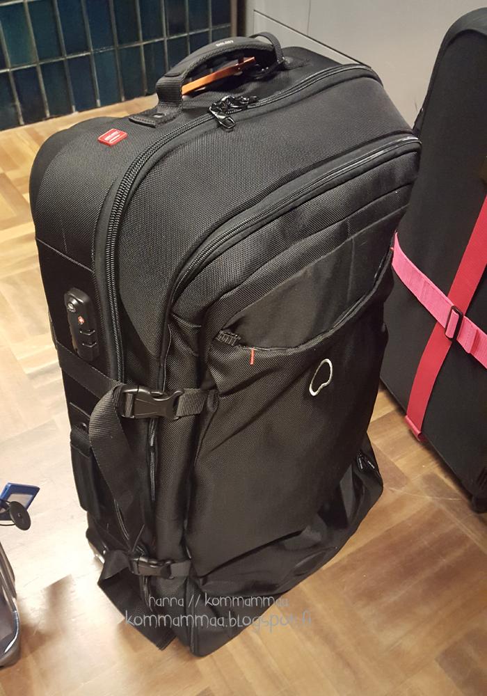 matkalaukku musta delsey finavia helsinki-vantaa lentokenttä mitä matkalle mukaan turvatarkastus mitä voi viedä läpi
