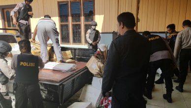 Polisi Amankan Atribut Kampanye Calon Gubernur Papua di Sugapa