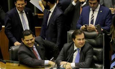 Políticos discutindo o uso do fundo eleitoral