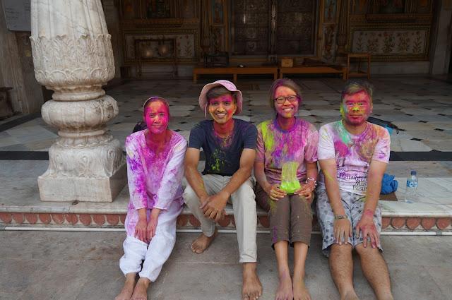 Selesai acara Holi bersama teman teman Traveler