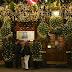 Ez aztán az ünnepi hangulat: 90 karácsonyfa díszeleg a sörözőn
