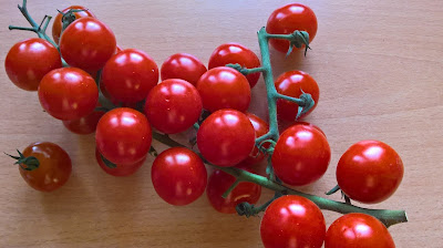 http://theonlywayproductions.blogspot.com/2017/01/tomatoes-scientificall-proven-to-be.html