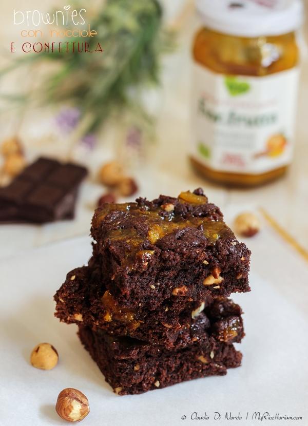 Brownies con nocciole e Fiordifrutta mandarino e curcuma