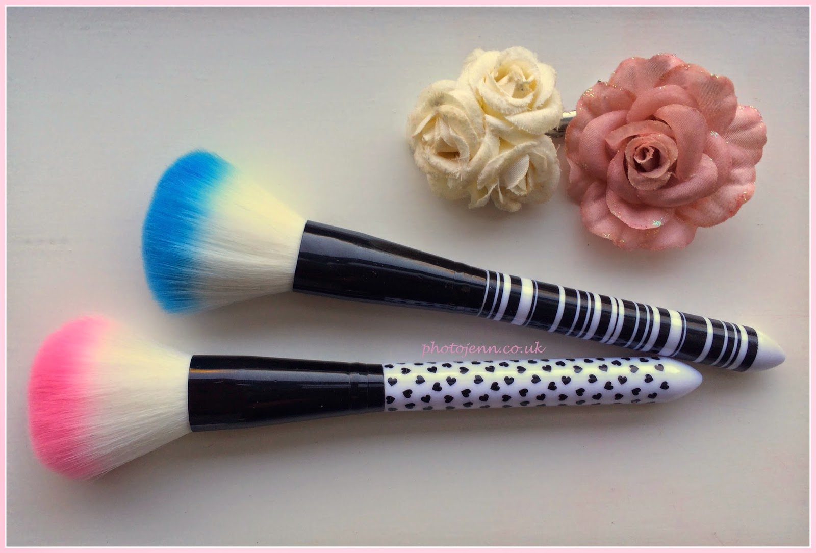 pink-blue-blusher-brush-wilko