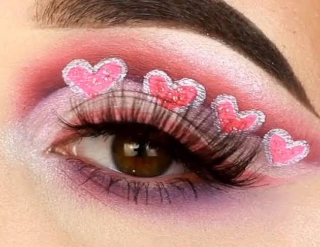 Pakai Masker Setiap Hari: Lupakan Lipstik, Beralihlah ke Eyeshadow