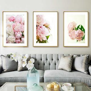 Как  повесить картины на стене, чтобы они  сочетались с дизайном мебели.