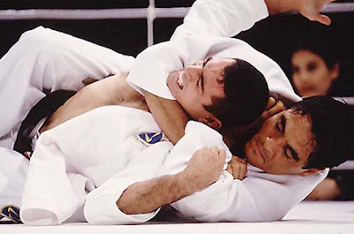 BJJ / Grappling tips: How to take the back when the opponent turtles