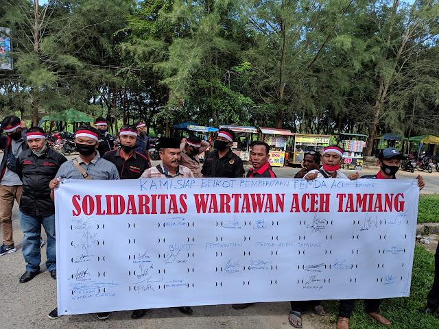 Tuntut Janji Bupati, Puluhan Wartawan Aceh Tamiang Gelar Aksi di Kantor Bupati dan DPRK