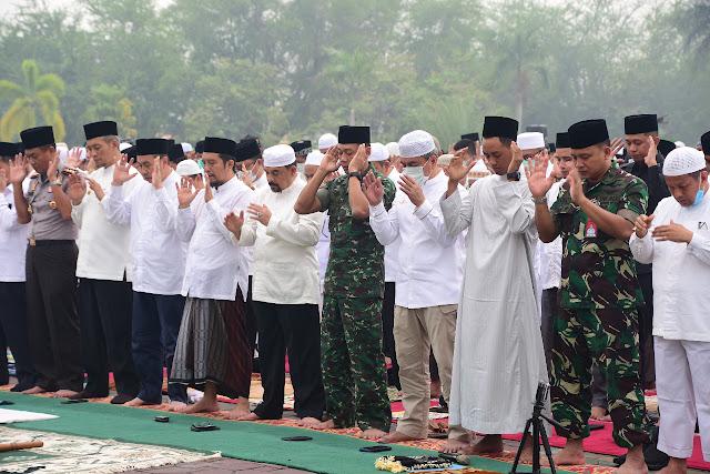 Bermunajat Minta Hujan, Satgas Karhutla Riau Gelar Sholat Istisqa