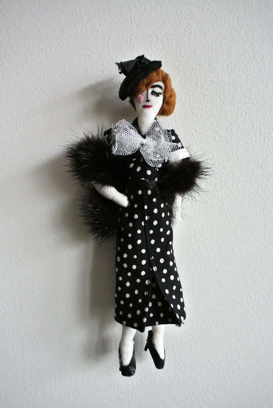le blog de gabrielle aznar la petite poup e de mode des ann es 30 dans sa robe pois. Black Bedroom Furniture Sets. Home Design Ideas